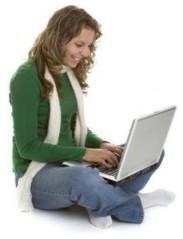 Gadis dan Laptop